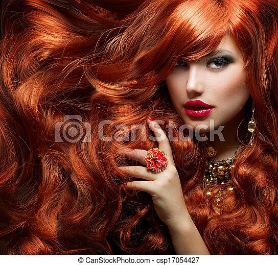 Cabello rojo largo y rizado. Retrato de mujer de moda - csp17054427