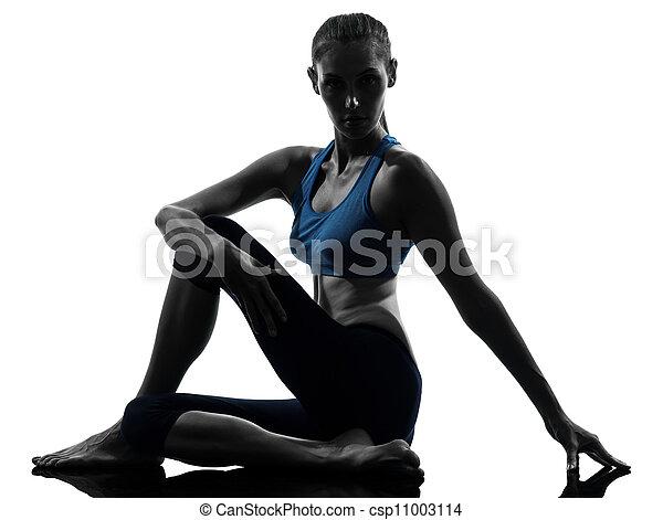 Una mujer haciendo ejercicios de yoga - csp11003114