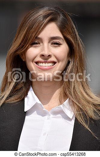 Mujer de negocios adulta sonriendo - csp55413268