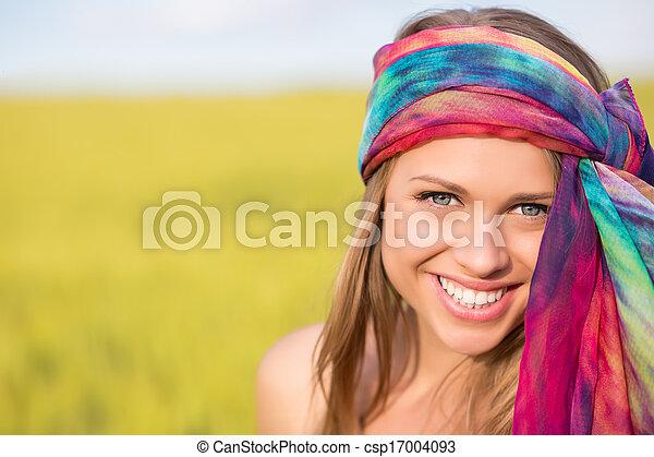 Una mujer muy sonriente - csp17004093