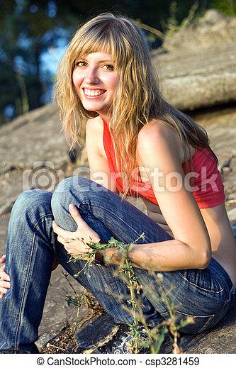 Una mujer muy sonriente - csp3281459