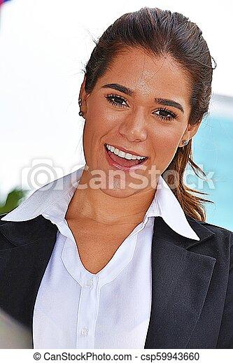 Una mujer de negocios inteligente sonriendo - csp59943660
