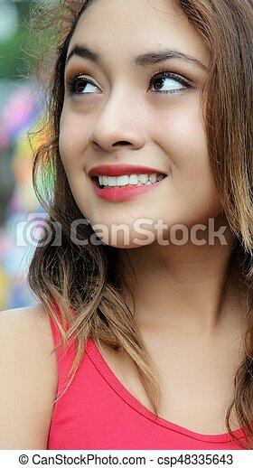 Mujer sonriente - csp48335643