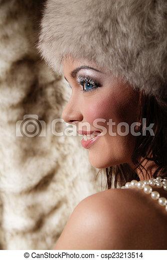 Mujer sonriente - csp23213514