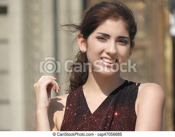 Mujer sonriendo - csp47056685
