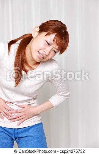 La mujer sufre de dolor de estómago - csp24275732