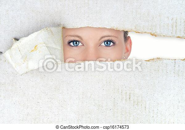 Mujer tímida, belleza oculta - csp16174573