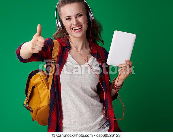 Feliz estudiante moderna con tablet PC mostrando pulgares arriba - csp60526123