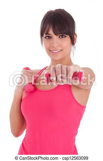 Retrato de una mujer que trabaja con pesos libres - csp12563099