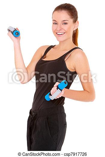 Retrato de mujer en forma trabajando con pesos libres - csp7917726