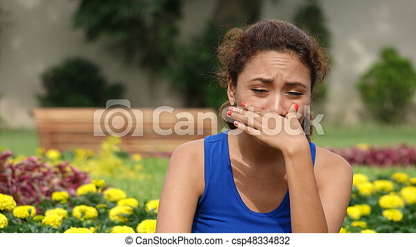 Una mujer molesta llorando - csp48334832