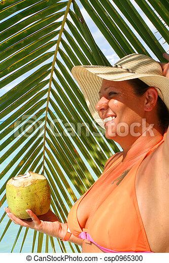Mujer de playa tropical - csp0965300