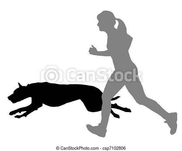 La mujer corre con el perro - csp7102806