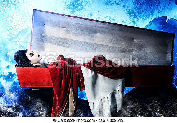 Mujer vampiro - csp10889649