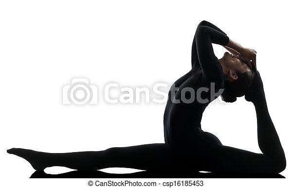 Mujer contorsionista haciendo ejercicio gimnasta de yoga - csp16185453