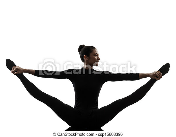 Mujer ejerciendo yoga gimnastica estirando silueta dividida - csp15603396