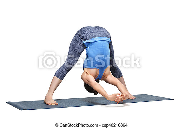 la mujer practica ashtanga vinyasa yoga asana prasarita