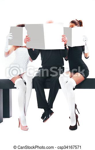 mujeres, dos, hombre - csp34167571