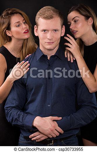 mujeres, guapo, seductor, tentador, hombre - csp30733955
