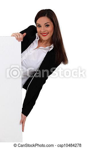 mulher, atrás de, morena, peeking, branca, painel - csp10484278