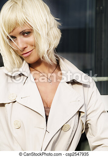 mulher bonita, agasalho, closeup, loura, excitado - csp2547935