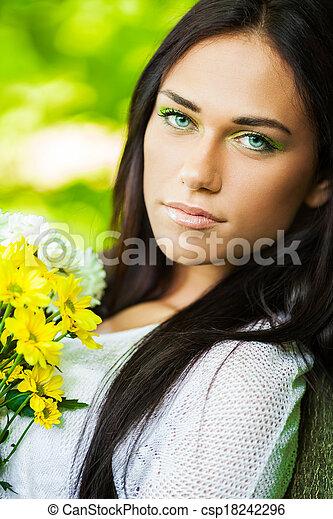 mulher bonita, floresta - csp18242296