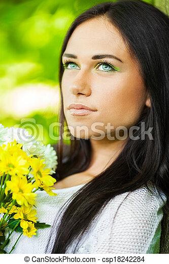 mulher bonita, floresta - csp18242284