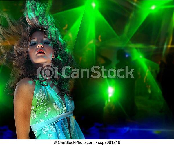 mulher bonita, jovem, danceteria, dançar - csp7081216