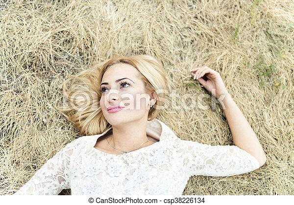 mulher bonita, jovem, feno, denominado, retrato - csp38226134