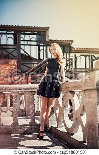 mulher bonita, jovem, pretas, loura, vestido - csp51880150
