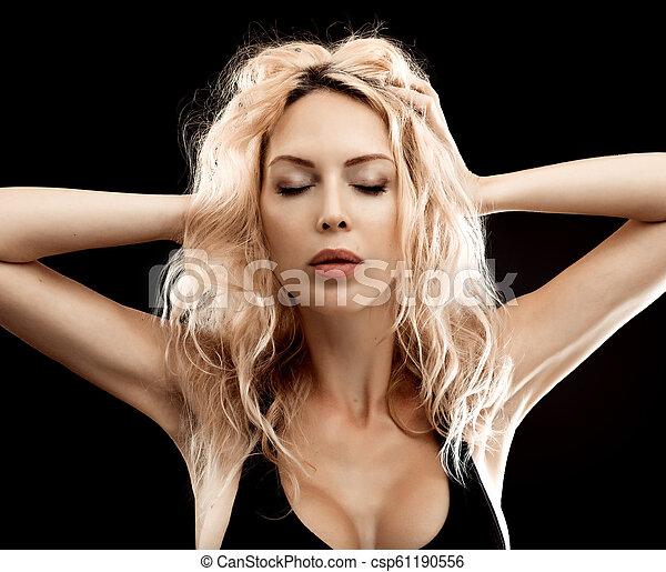 mulher bonita, jovem, pretas, loura, retrato - csp61190556