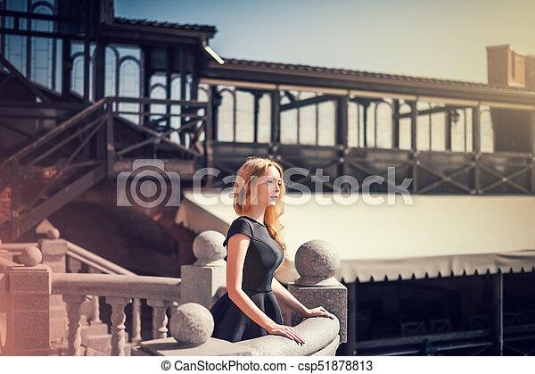mulher bonita, jovem, pretas, loura, vestido - csp51878813