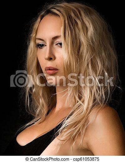 mulher bonita, jovem, pretas, loura, retrato - csp61053875