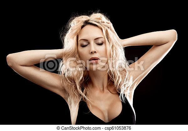 mulher bonita, jovem, pretas, loura, retrato - csp61053876