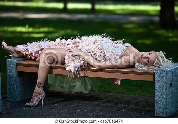 mulher bonita, luxo, loura - csp7016474