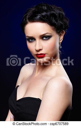mulher bonita, morena - csp6707589