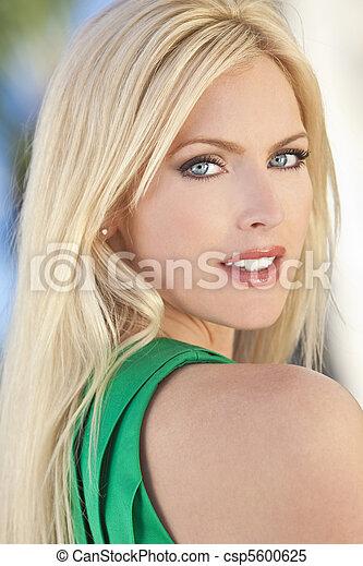 mulher bonita, thirties, dela, jovem, ao ar livre, retrato - csp5600625