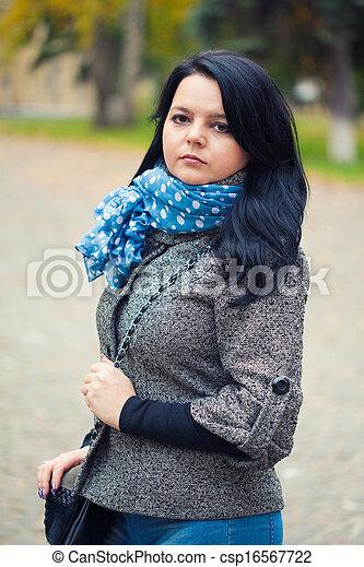 mulher, bonito, jovem, parque, outono - csp16567722