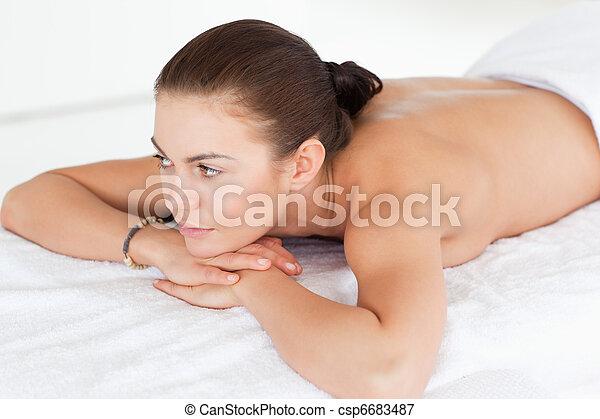 mulher, dela, mentindo, cima, barriga, fim, tabela, massagem - csp6683487