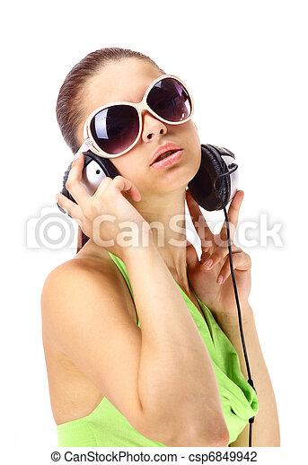mulher, escutar música - csp6849942