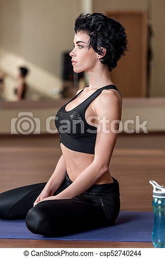 mulher, esteira yoga, relaxante - csp52740244