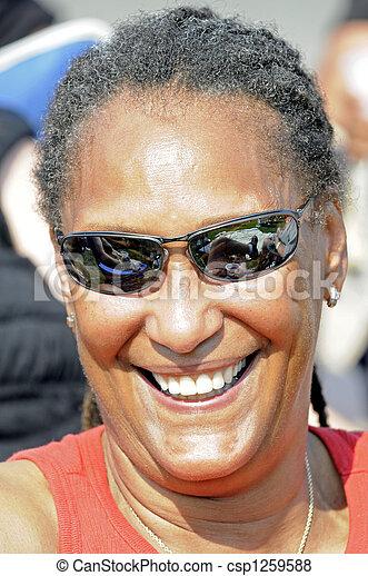 mulher, feliz, festival, americano, africano, sorrindo, blues - csp1259588