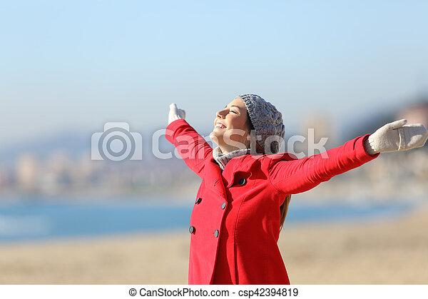 mulher, inverno, braços, respirar, levantamento, feliz - csp42394819