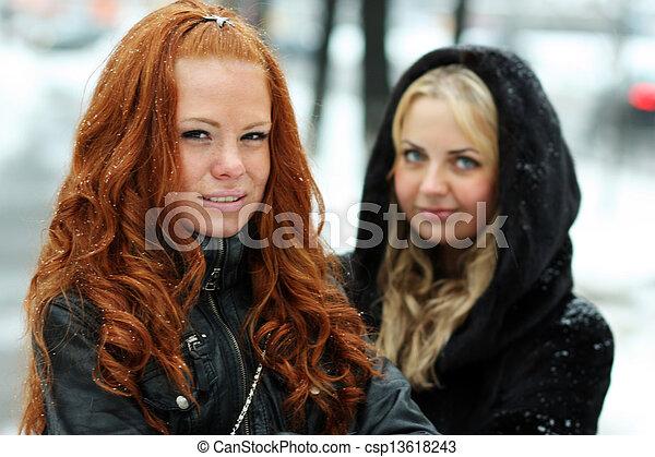 mulher, inverno, jovem, parque, bonito - csp13618243