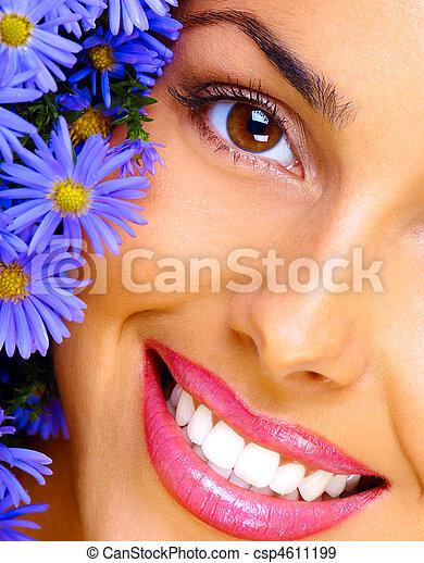 mulher, jovem, grupo, sorrindo, flores, feliz - csp4611199