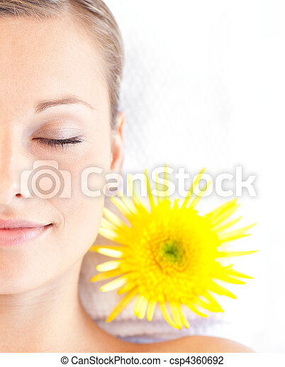 mulher, jovem, mentindo, retrato, tabela, caucasiano, massagem - csp4360692