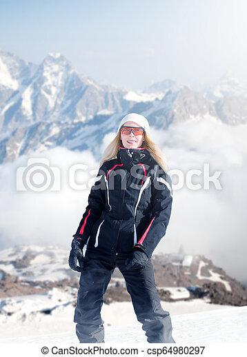mulher, lado montanha, inverno, sportswear, ficar - csp64980297