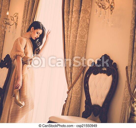 mulher, luxo, casa, jovem, janela, interior, bonito - csp21550949