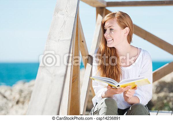 mulher, mar, livro, relaxante - csp14236891