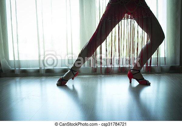 mulher, pernas, dançar pose - csp31784721